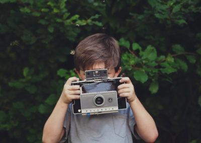 12 bambini, un bosco e la Polaroid